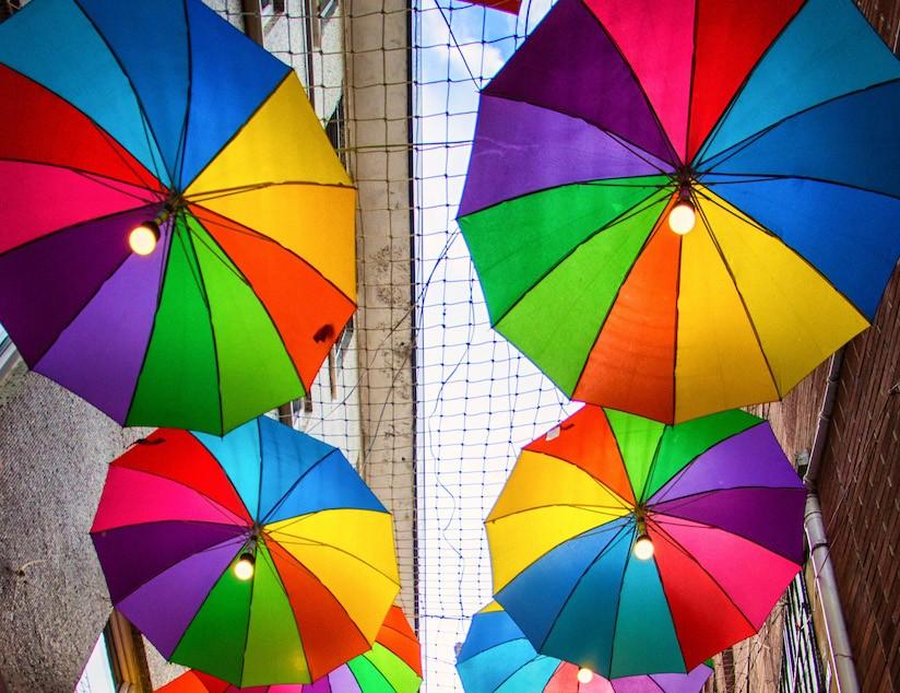 aider, exclus, marginalisés, soutenir, parapluies, couleurs